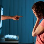 Mons. Viganò: não só combater, mas prevenir o cyberbullying