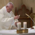 Cuidar das pessoas feridas, conforme o Bom Samaritano, pede Papa